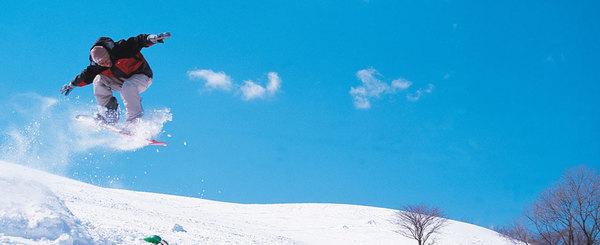 上級者でも関係ない? スキーやスノーボードでケガをする原因と対策を紹介!